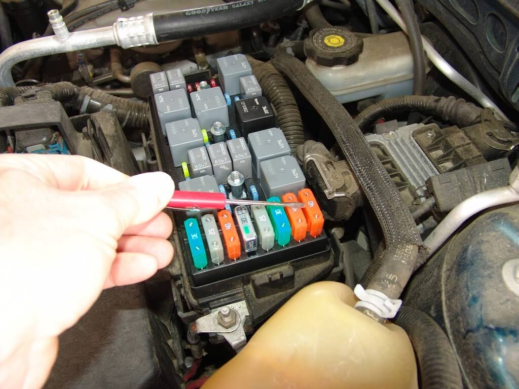 Dsc on 2006 Chevy Equinox Fuse Panel