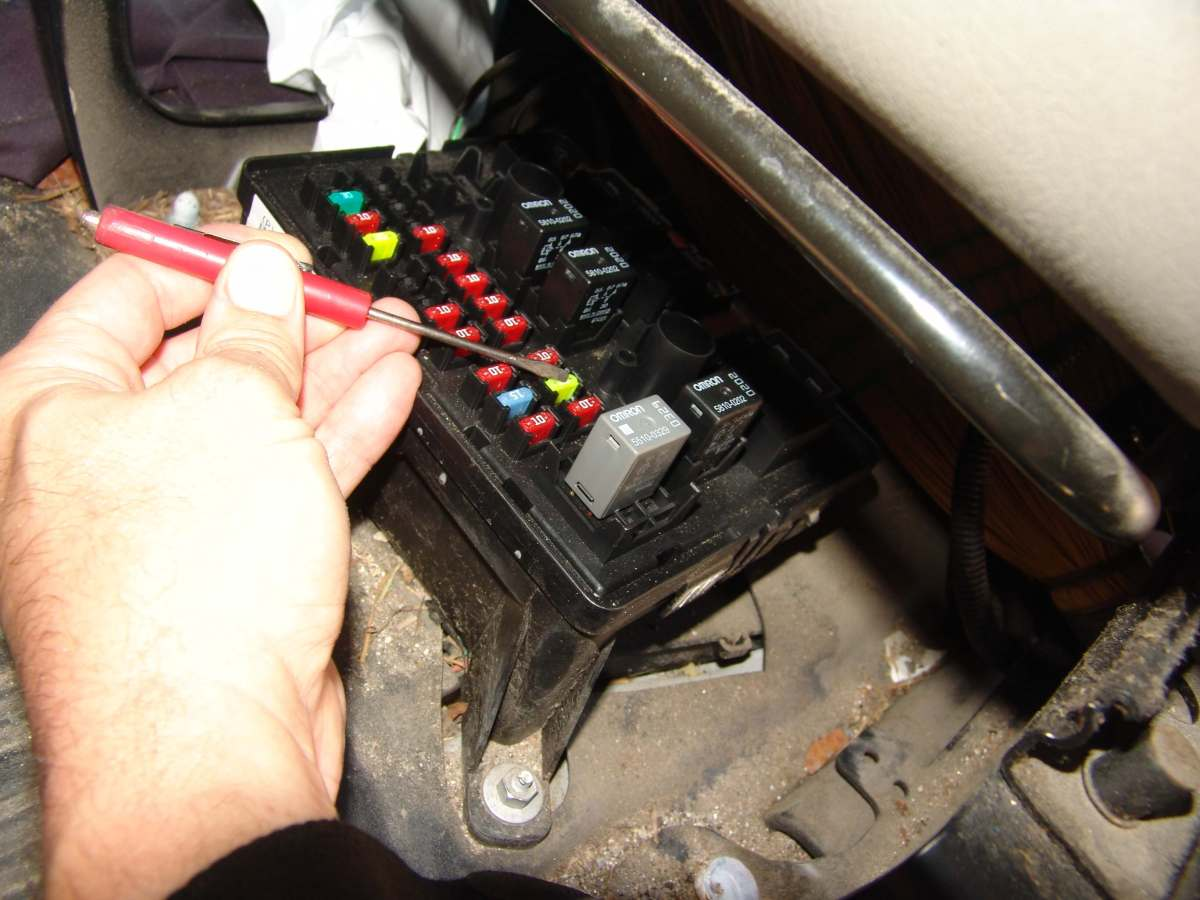 Sparky S Answers 2007 Chevy Express G1500 Van Fuse 10 Hvac Fuse Blows