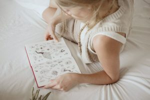 sparrow_and_snow_illustrating