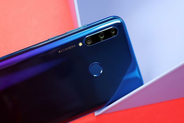 32 Megapixel AI Selfie Camera Honor 20i officially released : Honor 20i Review 4