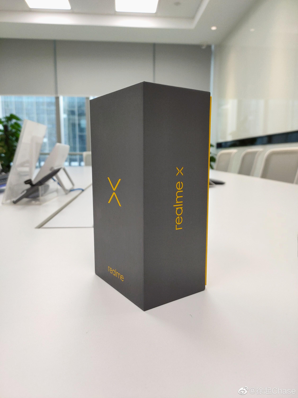 Realme X Box Picture