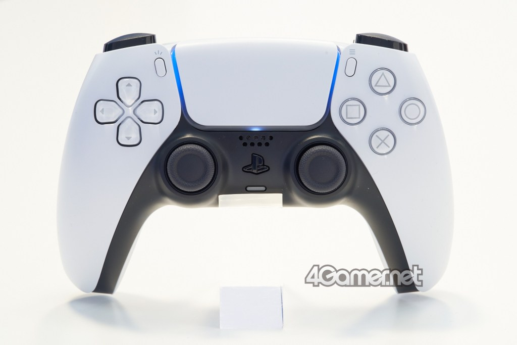 Dual Sense. Compared to DUALSHOCK 4, there is no big change in the button layout, but the light bar has moved to the side of the touchpad, and the create button and option button have an angle.