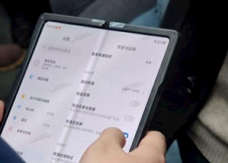 Xiaomi Foldable Display Phone Live Photos