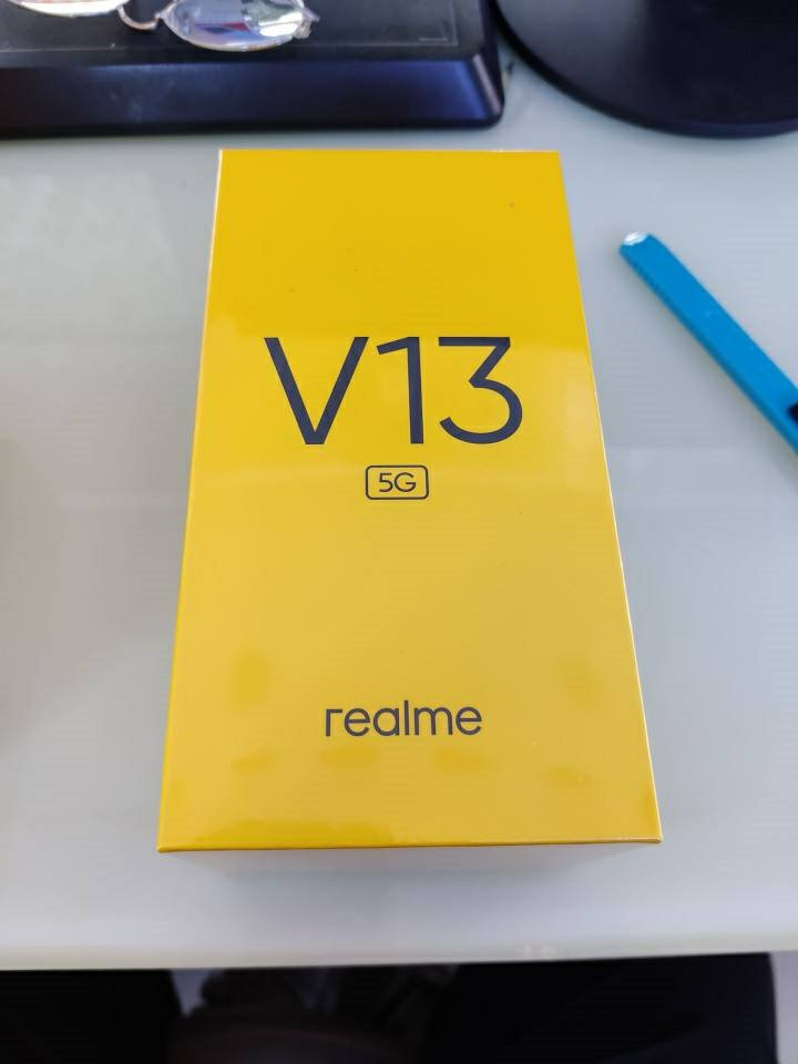 Realme V13 Live Photos
