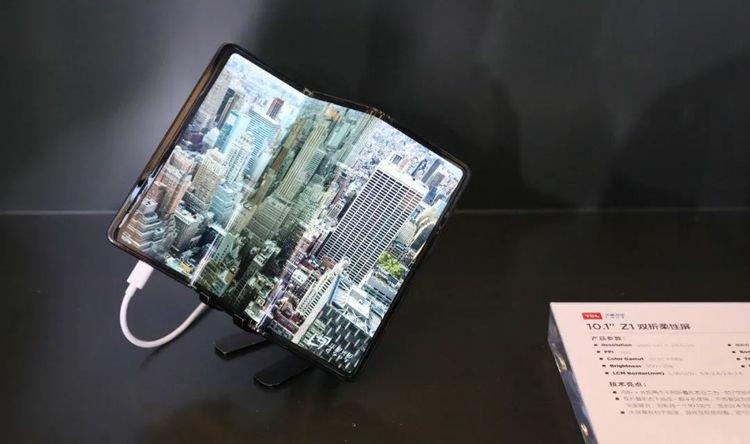 "TCL 10"" Z1 Dual-Fold Flexible Screen"