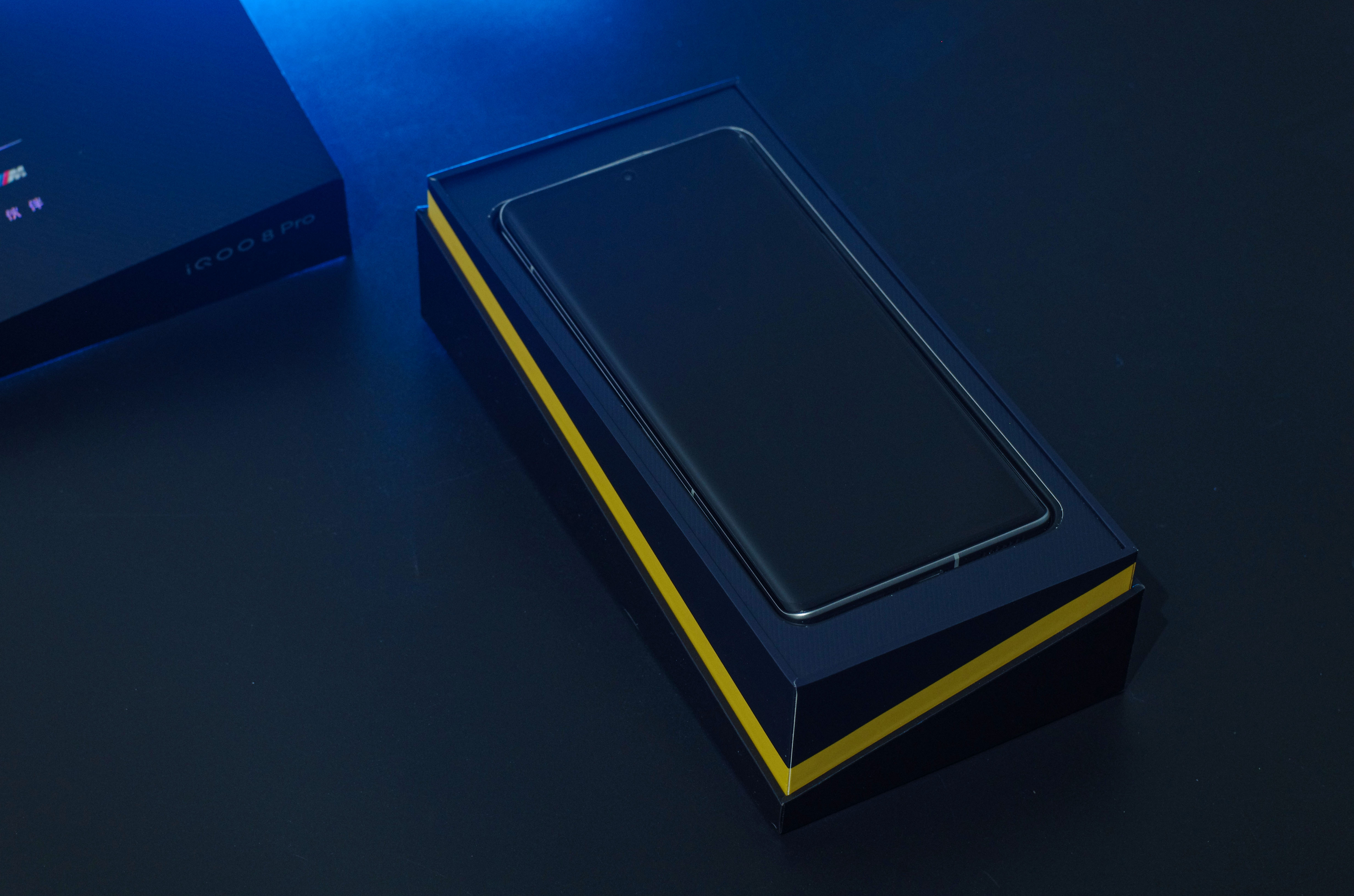 iQOO 8 Pro Packaging Box