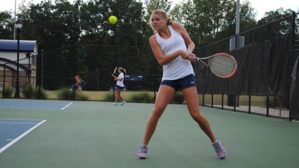 cda7aa33c505e5d1-v-girls-tennis-holder-600×338