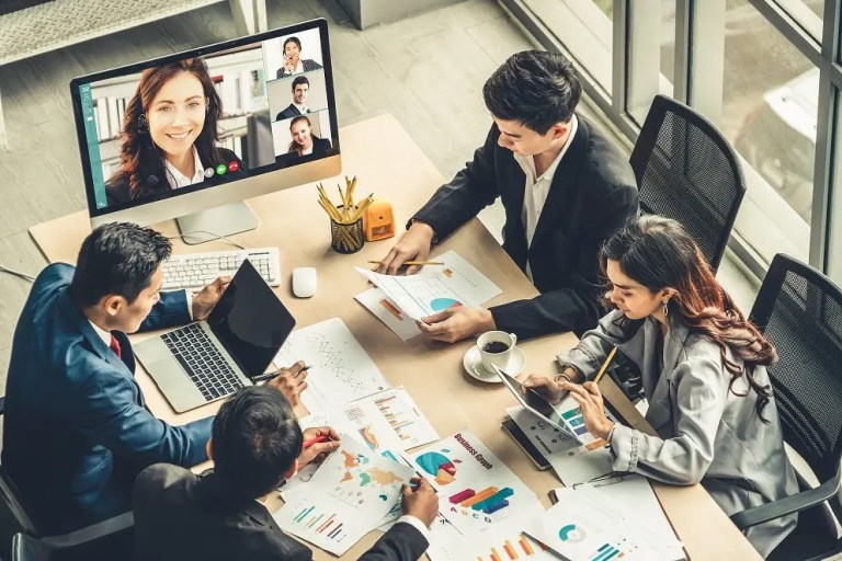 B2B buyer and seller meeting, communicating value messaging