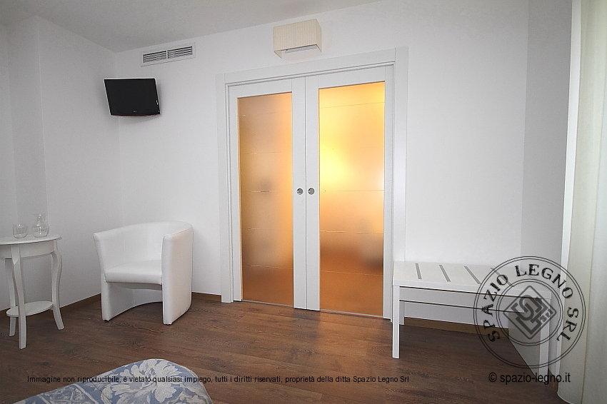 Porte REI 30 per hotel e alberghi in colore bianco con inserti