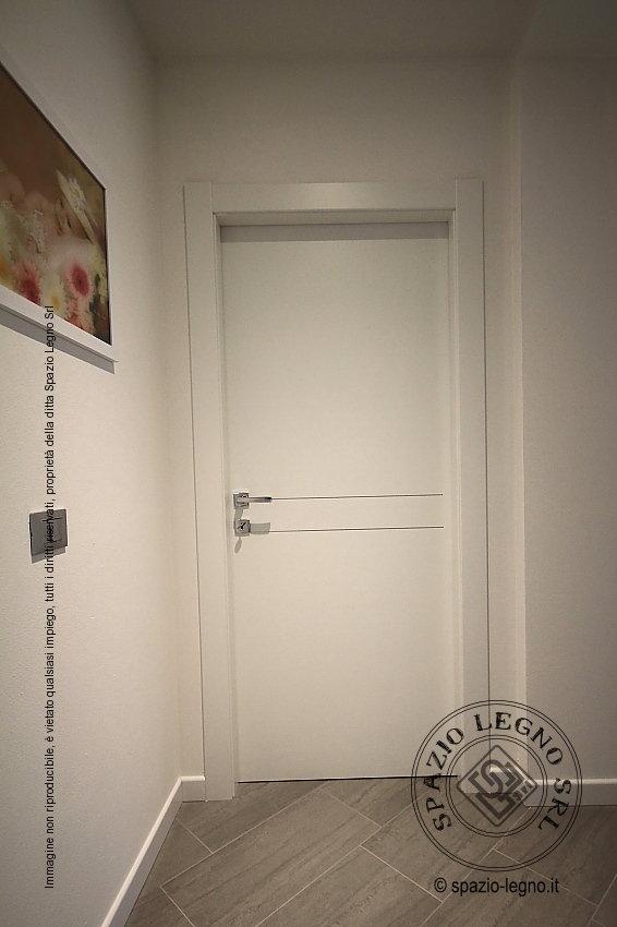 Porte scorrevoli tuttovetro e porte bianche melaminico