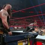 WWE: I 10 momenti più pericolosi con i cassonetti