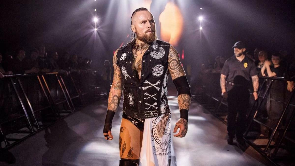 WWE: Aleister Black ri...