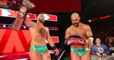 WWE/AEW: I Revival fanno una foto con un fan della AEW (FOTO)
