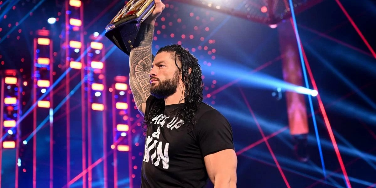 WWE: Roman Reigns zittisce e avverte Adam Pearce