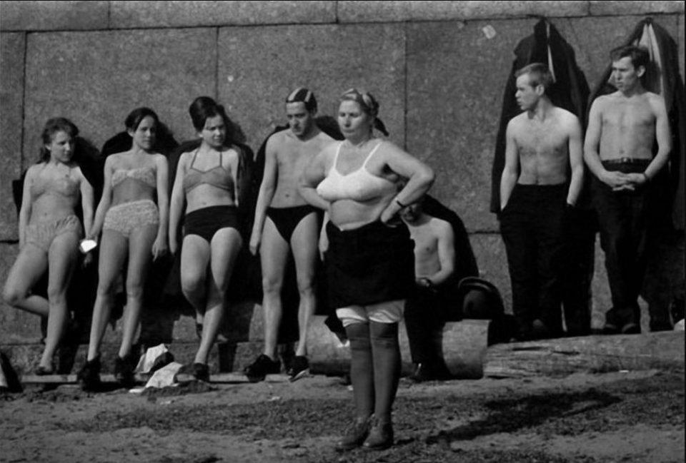 Ностальгия по СССР: Ленинградцы в 1964 году на снимках Колин Джонса