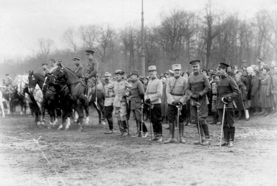 07. Представители иностранных военных миссий на параде войск