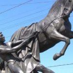 скульптурная группа «Укрощение коней» на Аничковом мосту