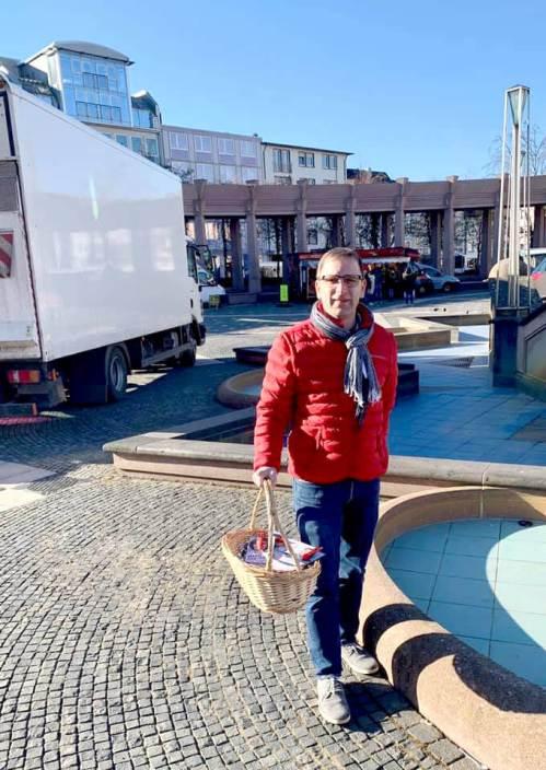 Alexander Fuhr vor Ort (auf dem Markt, mit Jochen Werle)