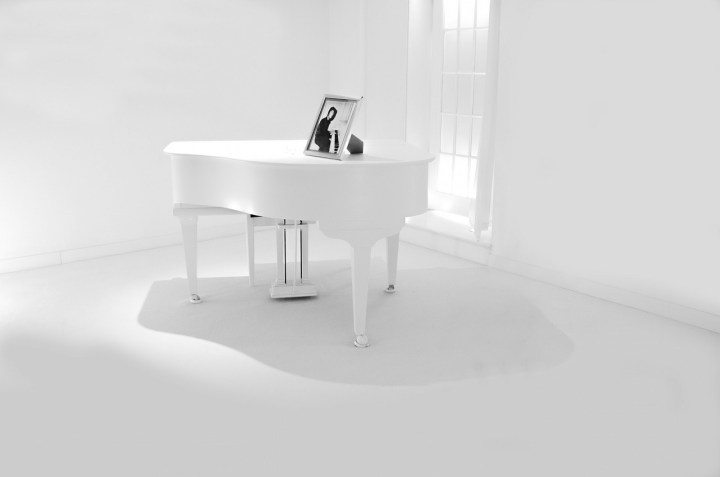 A white baby grand piano. Your broken parts don't define you even if living with mental illness makes it feel that way. Learn a lesson from a beautiful song about Marilyn Monroe. | #bipolar #feelbroken #mentalillness #chronicillness