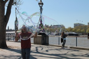A man on the strip used the wind to blow bubbles for the crowd - at no cost.