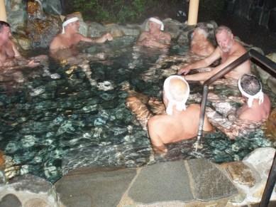 Kvällen avslutades med skönt bad i vatten från heta källor.