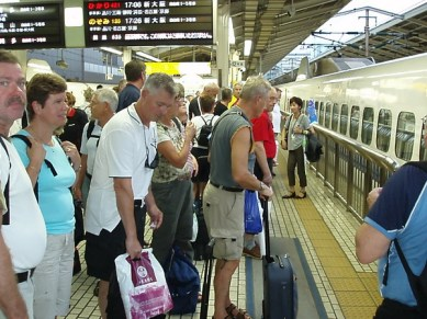 I Tokyo bytte vi till tåg som gick till Hamamatsu och Yoshi såg till att vi kom på rätt tåg.