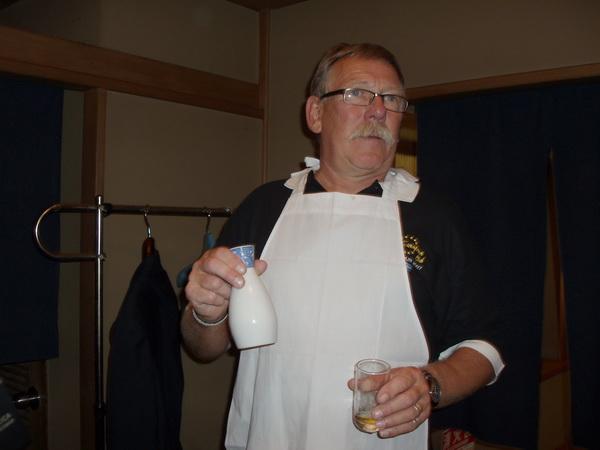 Svempa hämtade mer saké.