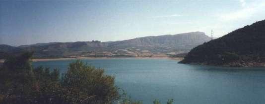 Utsikt över berg o vatten i mellersta Spanien