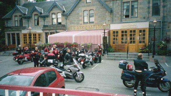 Från hotell Cairngorm i Aviemore utgick dom tre första turerna i högländerna. Den första dagsetappen blev 29 mil.