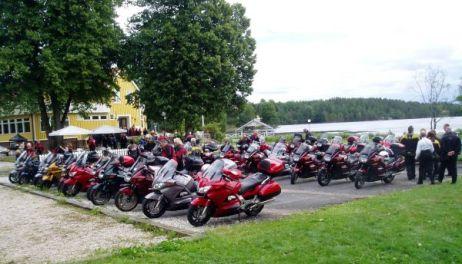 Dalslands slingriga vägar tog oss vidare till Håverud där vi parkerade för lunch.
