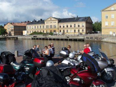 Framme i Karlskrona blir det sightseeing och förmiddagsfika nära vattnet.