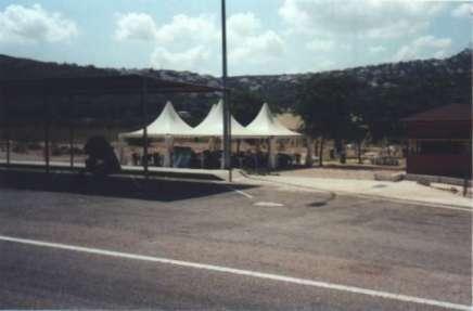 Rastplats längs med motorvägen, skuggan var efterlängtad