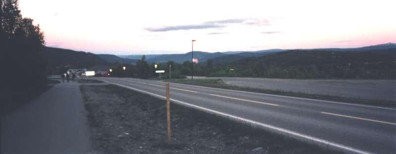 En promenad hem till hytten klockan 23.00 i solnedgången