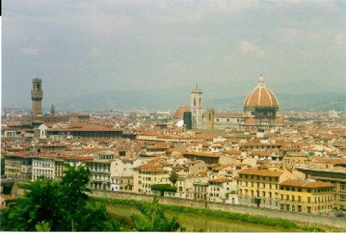 Utsikt över Florence från Michelangelo platsen. Byggnaden med kupolen är den berömda domen