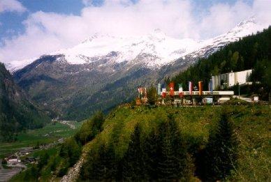 Betalstationen för Felber Tauerntunneln strax innan gränsen till Italien, 3° C!!