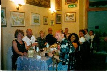 Samma kväll, samma restaurang men annat bord