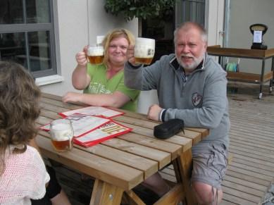 Ralf och Martina hjälpte oss hitta de tjeckiska godsakerna, här mlíko