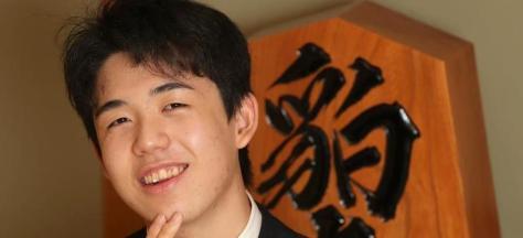 インタビューに笑顔で答える16歳の将棋の最年少プロ、藤井聡太七段=大阪市福島区の関西将棋会館(鳥越瑞絵撮影)