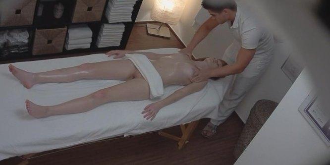 Rousse séduite par son masseur