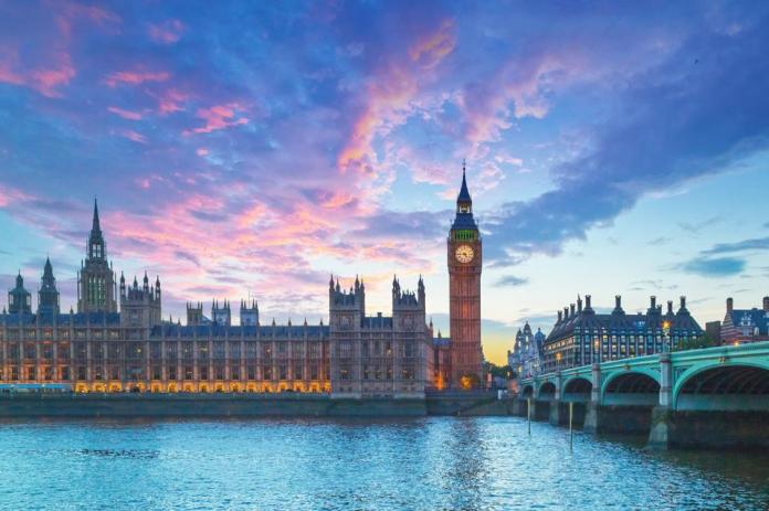 Big Ben and the House of Parliament in London at dusk