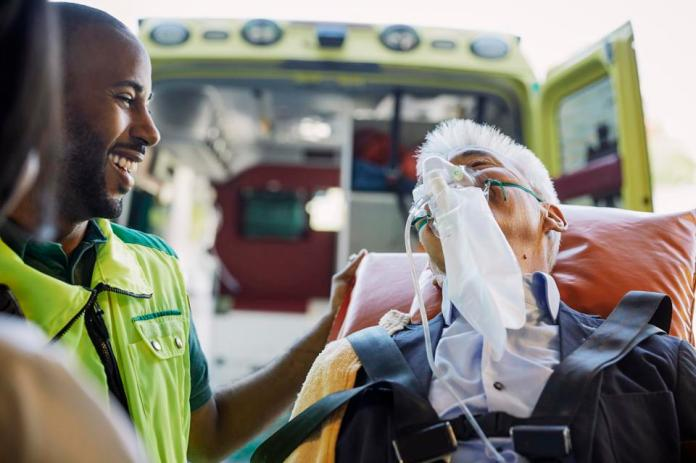Patient receiving mask without oxygen recycler