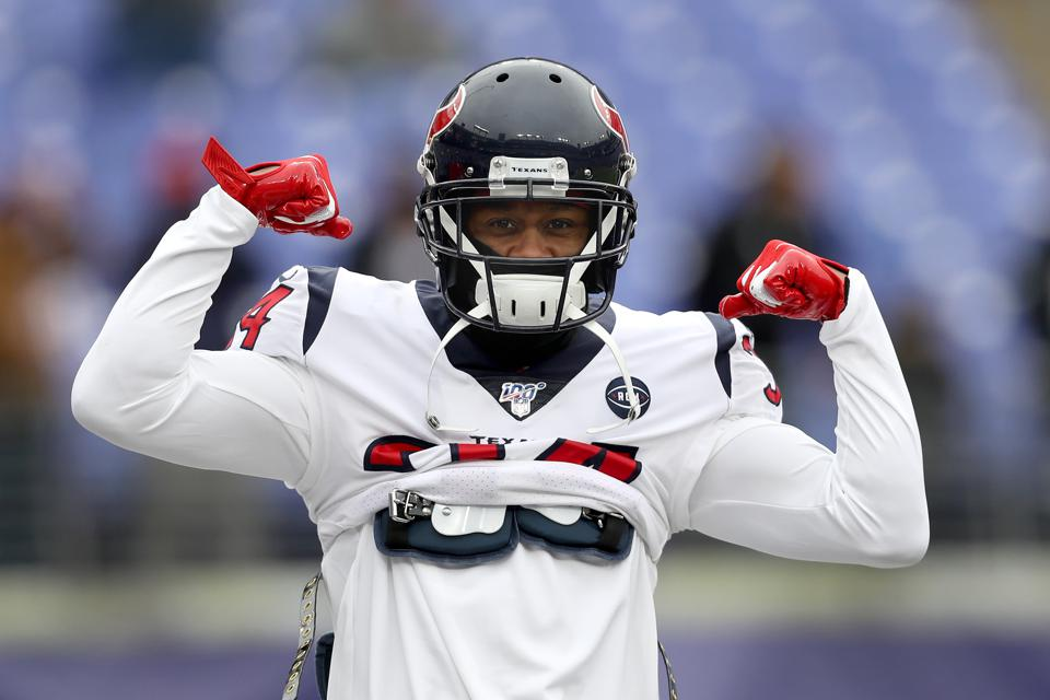 BALTIMORE, MARYLAND - NOVEMBER 17: Carlos Hyde #23 of the Houston Texans warms up against the ... [+] GETTY IMAGES