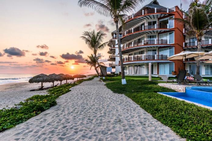 Vivo Resorts is a $200 million, 75-acre gated community of luxury condominiums and private homes on Palmarito Beach, a 12-mile long stretch of unspoiled coastline.