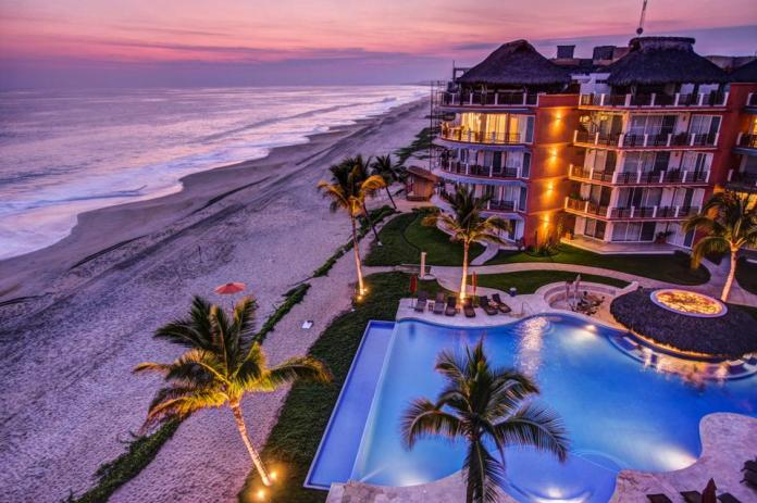 Vivo Resorts is located on Oaxaca's Emerald Coast.
