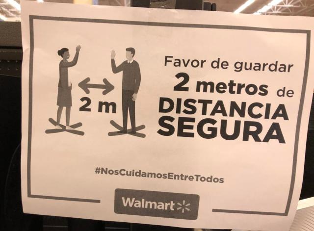 Walmart Mexico instructions to maintain distance