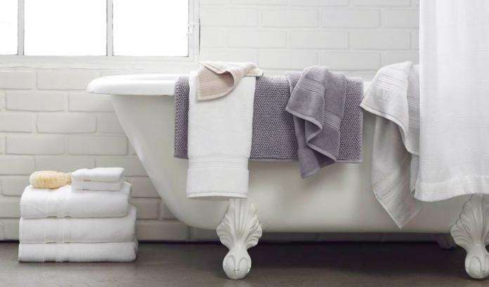 A clawfoot tub holding Parachute Home towels