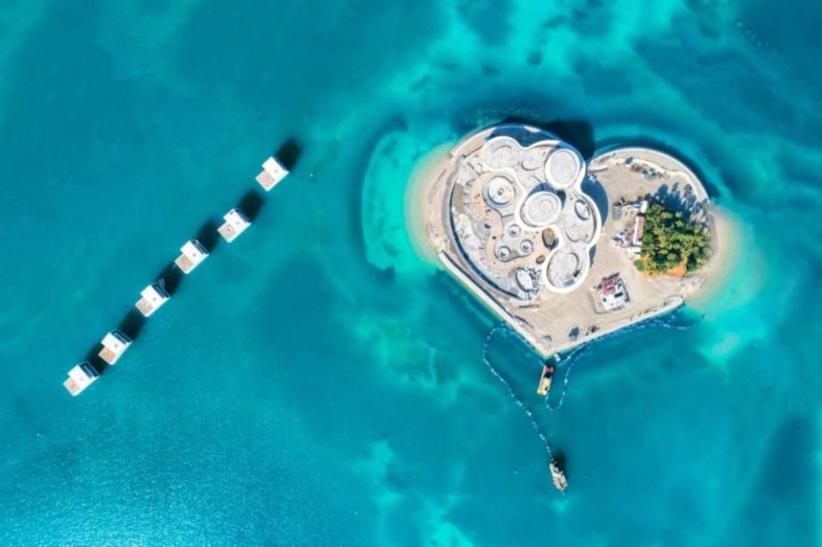 Honeymoon Island surrounded by Floating Seahorse Villas