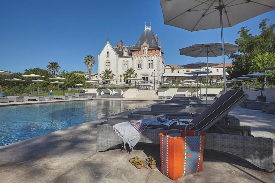 Chateau St Pierre de Serjac is a luxury property in the Languedoc region of the Hérault Department with a pool.