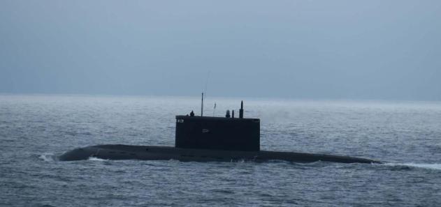 Russian Navy Kilo Class submarine Krasnodar (B-265) in the English Channel