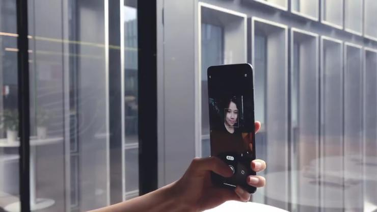Xiaomi's new selfie camera in action.